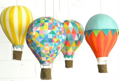 Des mobiles montgolfières pour bébé